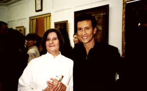 Exposition de la femme artiste peintre Mara Tranlong au Cercle Saint-Louis le 1er Octobre 1998