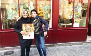 """Mara Tranlong et Sylvie """"Barre de Fer"""" devant la Galerie Untitled Factory rue Gabrielle"""